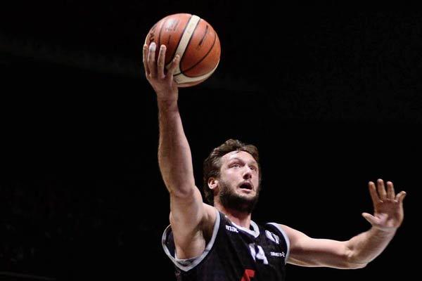 Basket Serie A: colpo Virtus, preso Aradori