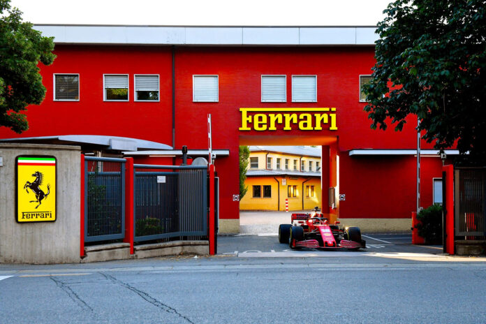 Leclerc Ferrari a Maranello