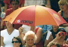 Luisa petrucci con ombrello